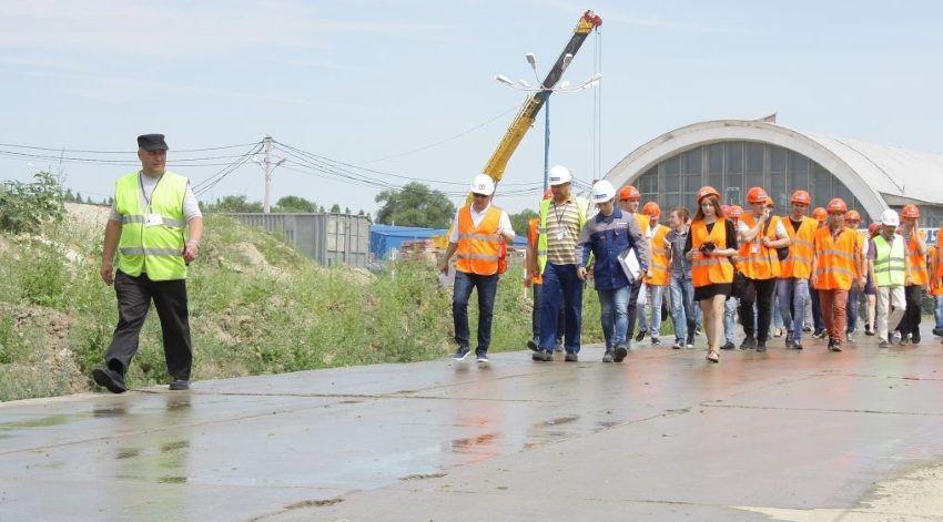 Волгоградские студенты-архитекторы на стадионе