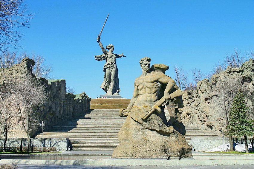 Мамаев Курган в  Волгограде - достопримечательность города