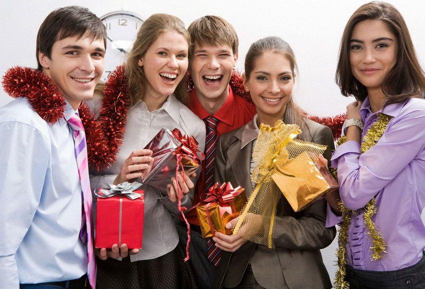 Что подарить на Новый год коллегам по работе?
