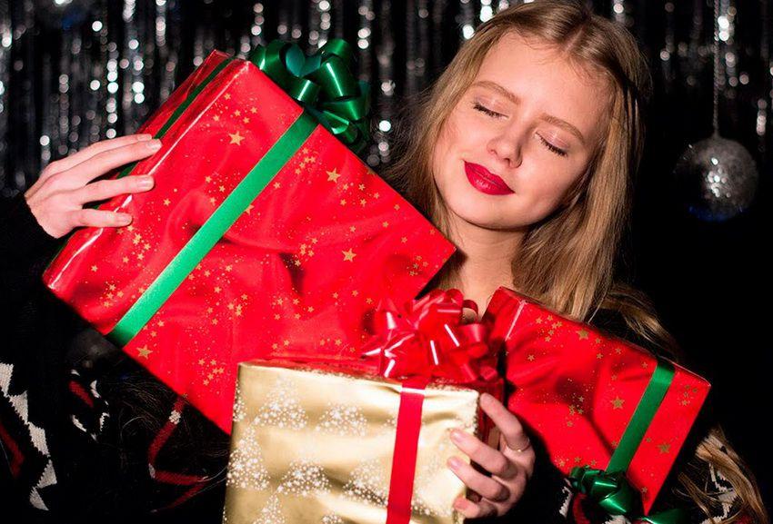 новогодний подарок девушке - что можно подарить на Новый 2018 год оригинального и интересного