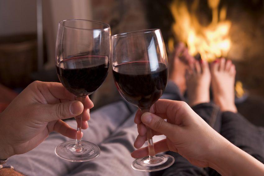 романтический ужин своими руками - что ещё можно подарить девушке на Новый год 2018