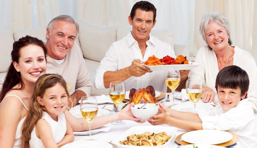 Застолье в честь дня дедушки и бабушки в России