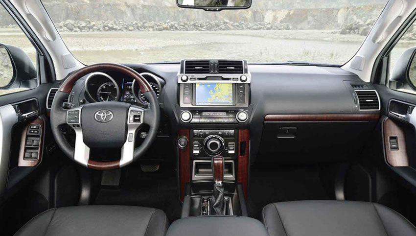 Toyota Land Cruiser Prado 2018 года - интерьер автомобиля