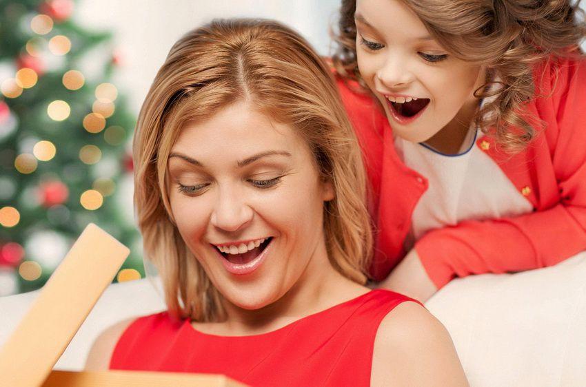 Что можно подарить маме на Новый год - 2018?