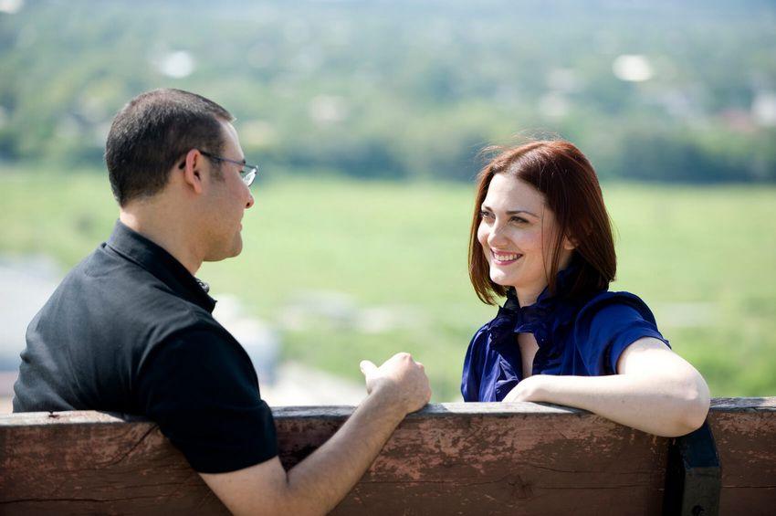 пара на свидании в парке - любовный гороскоп для Стрельцов на 2018 год