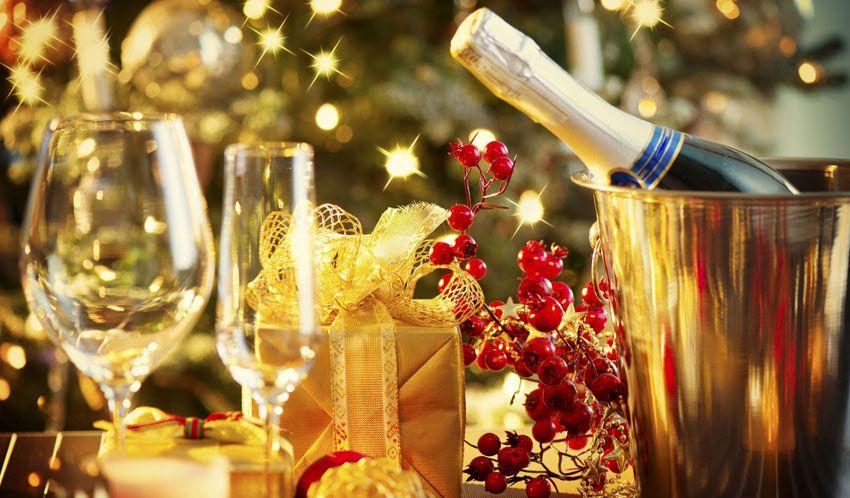 Шампанское на новый год - что подарить жене на 2018 год