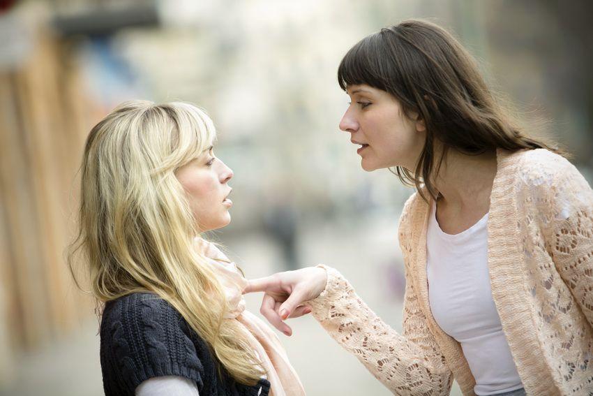 ссора между подругами - гороскоп для Козерогов-женщин на 2018 год